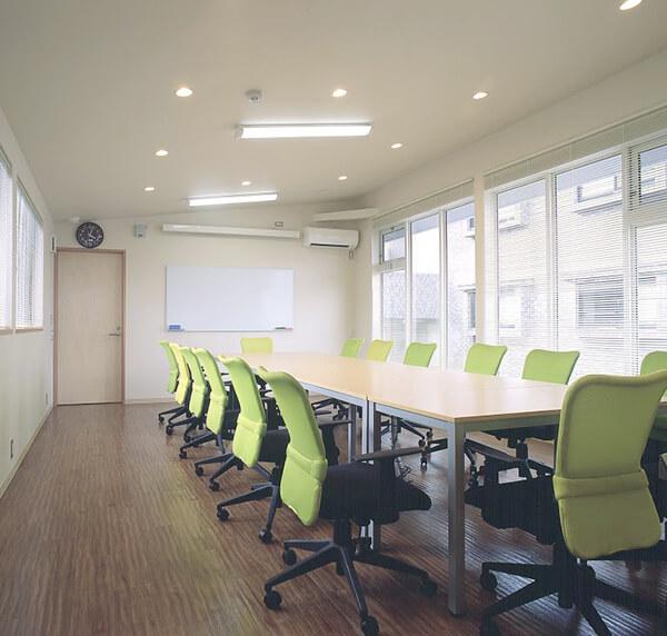 その2 設備の整った教育環境(医局・研修室・図書室を完備)